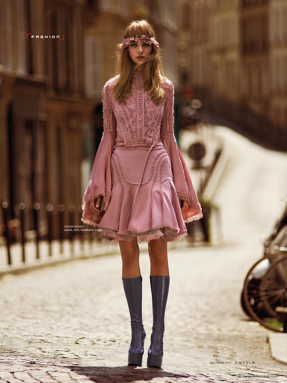 Alexandra Tikerpuu in Atelier Versace © Benjamin Kanarek